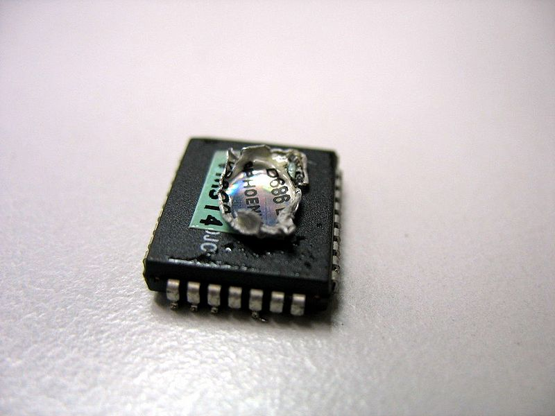 File:Rom chip desoldered front.jpg